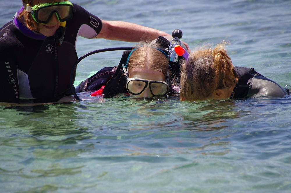 Picture of a pupil with an instructors scuba diving